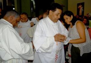 Oraciones cuando el diácono se reviste con sus prendas sagradas