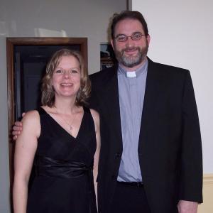 deacon y mujer