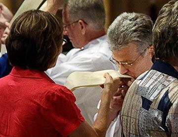 1 20090619_pt_deacons_ordination_036a