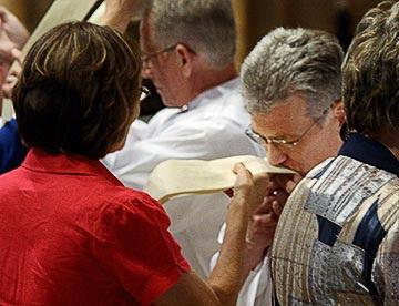 1-20090619_pt_deacons_ordination_036a